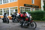 www.hotel-park-cafe.de Englische Biker auf der Rückfahrt vom Faakersee 2013